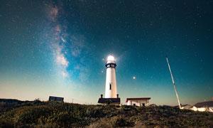 美丽星空下的灯塔高清摄影图片