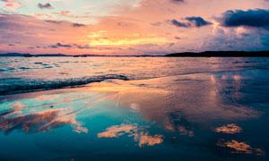 黄昏下的海洋沙滩倒影景观摄影图片