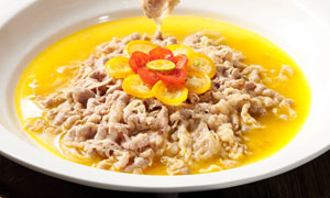 酸汤肥牛特色美食高清摄影图片