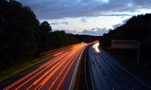 夜幕下的公路光影美景摄影图片