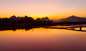 黄昏下英德九龙湖中断桥摄影图片