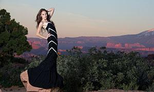 站在石头上的礼服美女写真原片素材