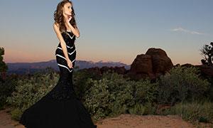 山间树丛边的长裙美女摄影原片素材