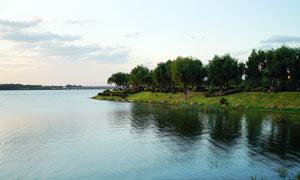沈阳丁香湖黄昏时的湖面景色摄影图片