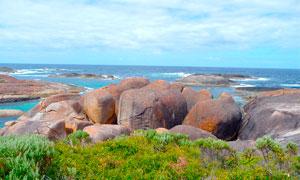 海边光滑的大石头美景摄影图片