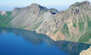 長白山天池美麗的湖泊攝影圖片