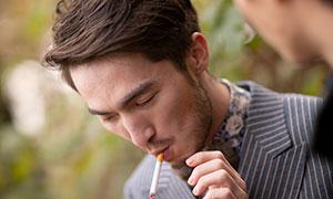 在抽烟的男人特写摄影高清原片素材