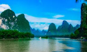 蓝天白云下的青山绿水高清摄影图片
