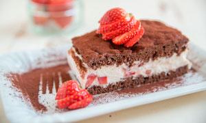 草莓巧克力蛋糕西点高清摄影图片