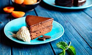 奶油巧克力蛋糕西式点心摄影图片