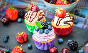 西式水果奶油蛋糕高清摄影图片