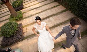 被拉着一起奔跑的人物婚纱摄影原片