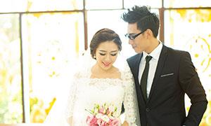 甜蜜幸福戀人內景婚紗攝影原片素材