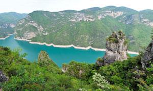 清江石柱山山中美丽河流摄影图片