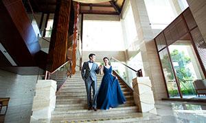 樓梯上下來的情侶人物婚紗攝影原片