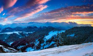 黄昏下的雪山美景高清摄影图片