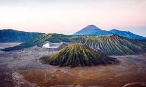 黄昏下的山川美景高清摄影图片