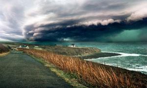 海边壮观的台风景观摄影图片