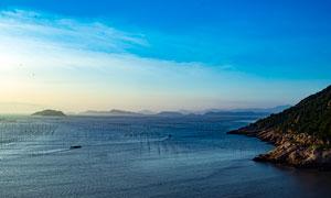 夕阳下的海边渔船美景摄影图片