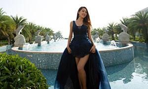 棕榈树喷泉景观与蓝裙美女原片素材