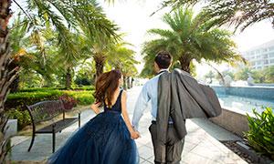 公园手牵手奔跑的恋人婚纱摄影原片