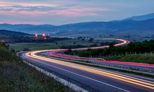田园上的高速公路和道路光影摄影图片