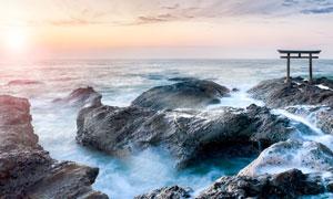夕阳下的日本海边美景摄影图片