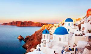 黄昏下的希腊圣托尼里美景摄影图片