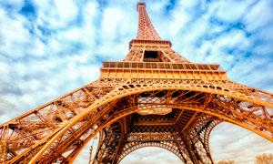 埃菲尔铁塔近景仰视角度摄影图片