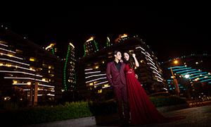 建筑物夜景灯光与情侣写真摄影原片