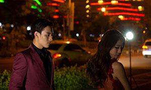 城市炫丽灯光情侣人物摄影高清原片