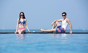 水池边的情侣人物写真摄影高清原片