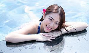 开心笑容美女泳池写真摄影高清原片