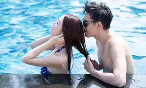 夏日风情泳池情侣人物摄影高清原片