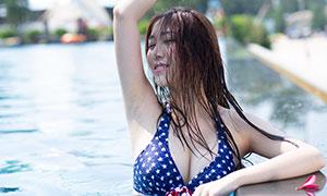 拿花朵的美女泳装写真摄影高清原片