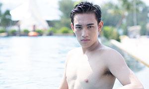 水中赤膊男人特写摄影高清原片素材