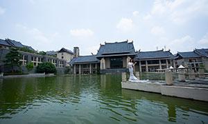 在湖边站着的美女婚纱摄影高清原片