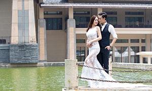 湖畔护栏情侣人物婚纱摄影高清原片