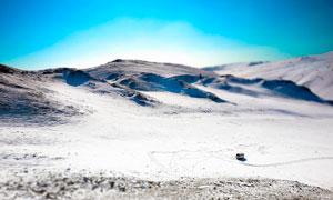 蓝天下的西伯利亚雪山美景摄影图片