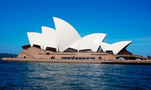 海边美丽的悉尼歌剧院摄影图片