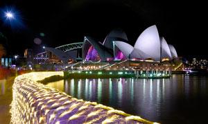 海边悉尼歌剧院美丽夜景摄影图片