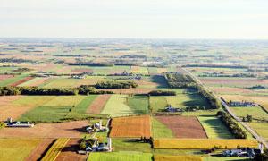 现代乡村农田航拍图高清摄影图片