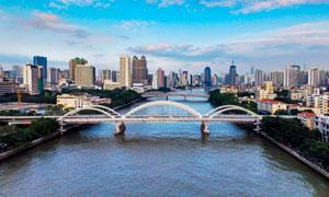 城市河流上的大桥景观摄影图片