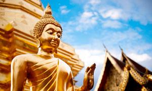 泰国清迈寺佛像近景摄影图片