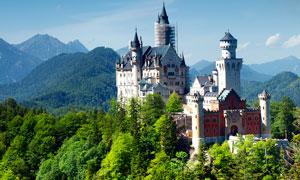大山之中的古堡高清摄影图片