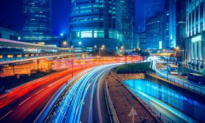 夜晚城市中道路光影摄影图片