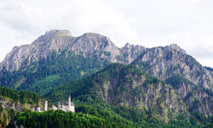 山中欧式风格城堡建筑摄影图片