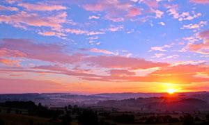 清晨田园美丽的日出摄影图片