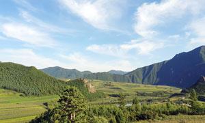 青山腳下的農作物高清攝影圖片