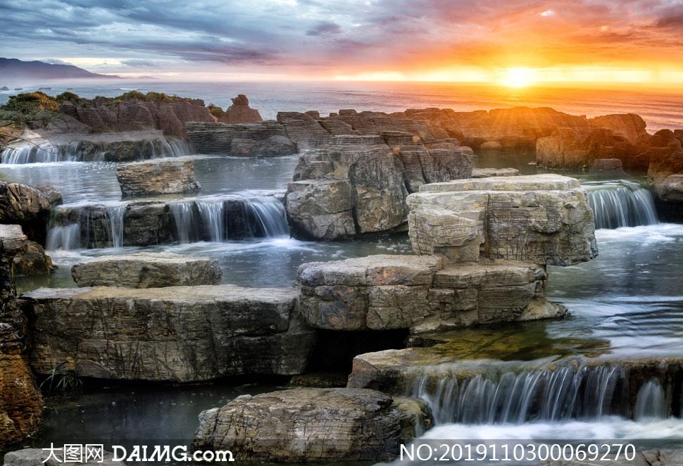 夕阳下的创意瀑布高清摄影图片